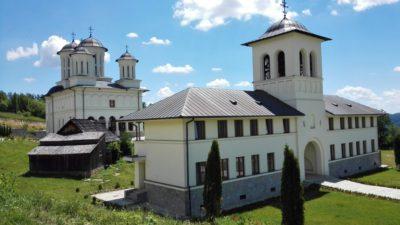 clopotniţa şi mănăstirea şi casa donatoarei